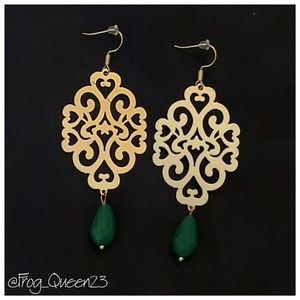 Jewelry - 🐸👑 Gold and Green Dangle Earrings